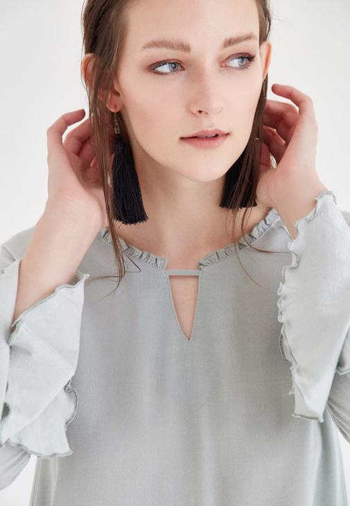 Gümüş Yaka Detaylı Bluz