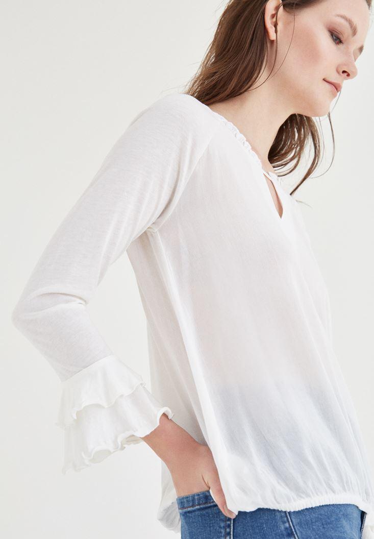 Krem Yaka Detaylı Bluz