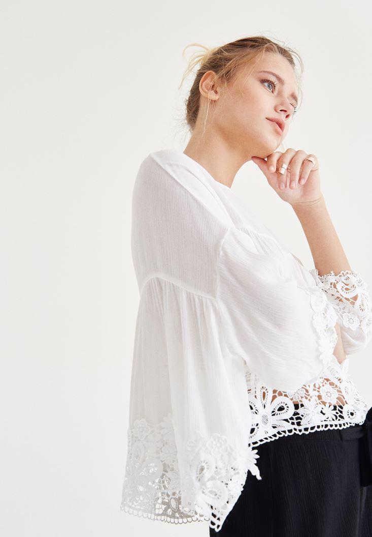 Beyaz Dantel İşlemeli Bluz