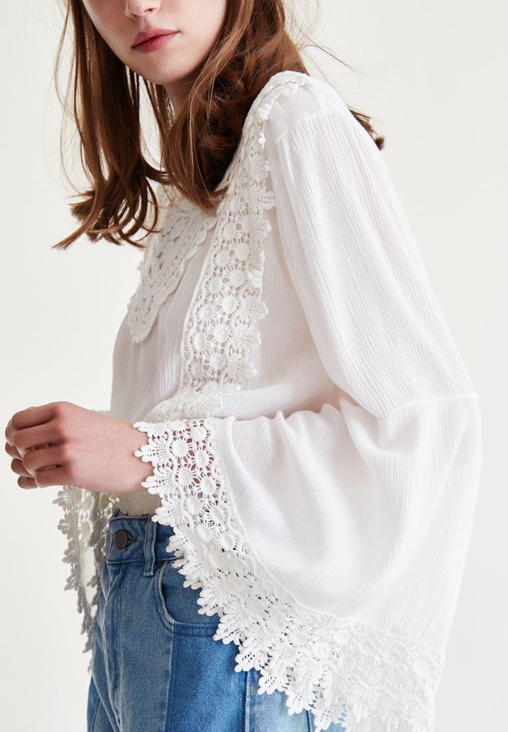 Beyaz Dantel İşlemeli Crop Bluz