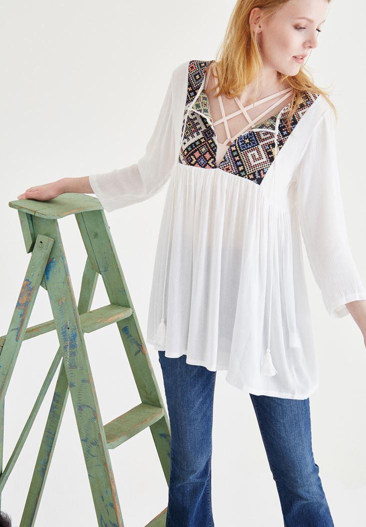 Beyaz Etnik Desenli Bluz