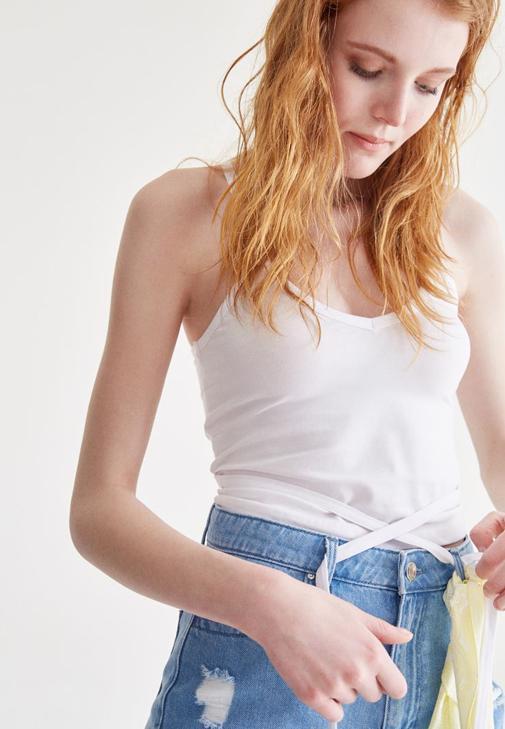 Beyaz İp Detaylı Bluz