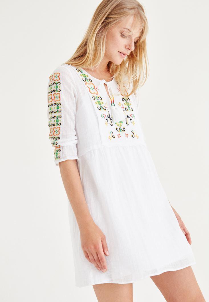 Bayan Beyaz İşlemeli Elbise
