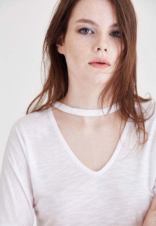 Beyaz Yaka Detaylı Kısa Kollu Tişört