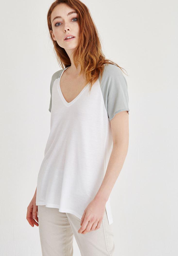Beyaz V Yaka Kol Detaylı Tişört