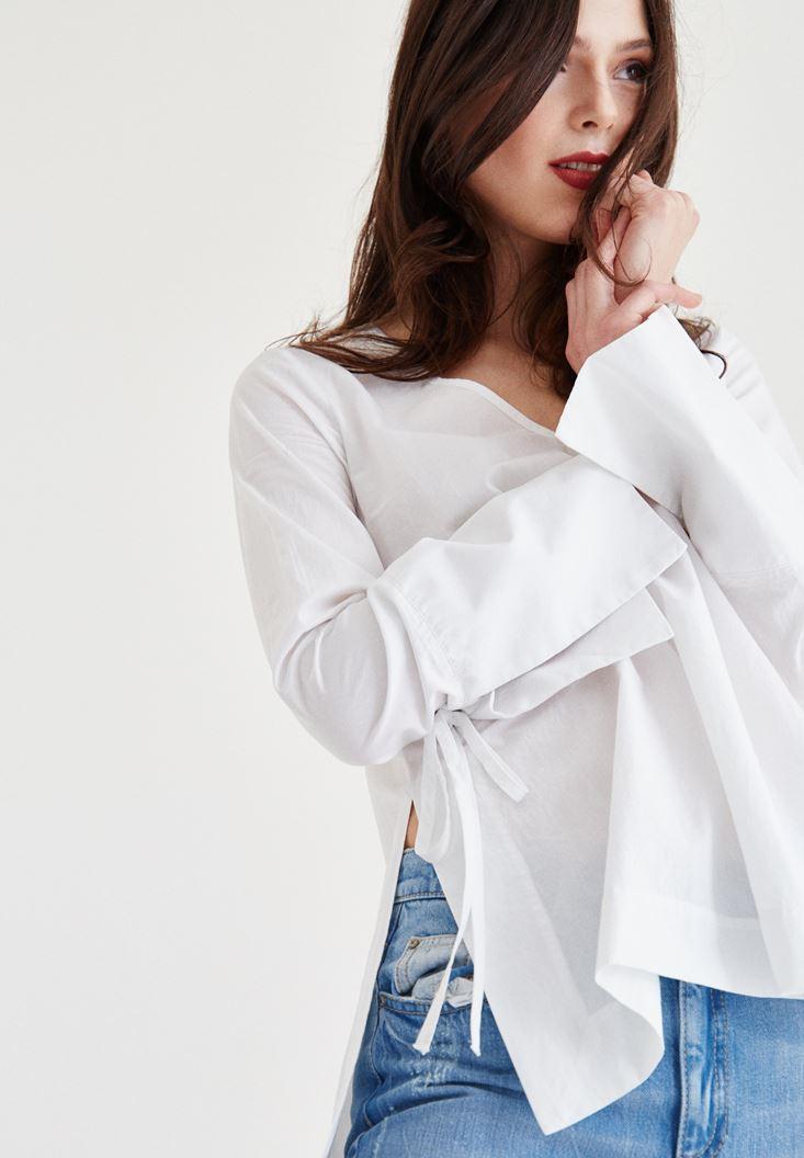 Beyaz Yanları Yırtmaçlı Bluz