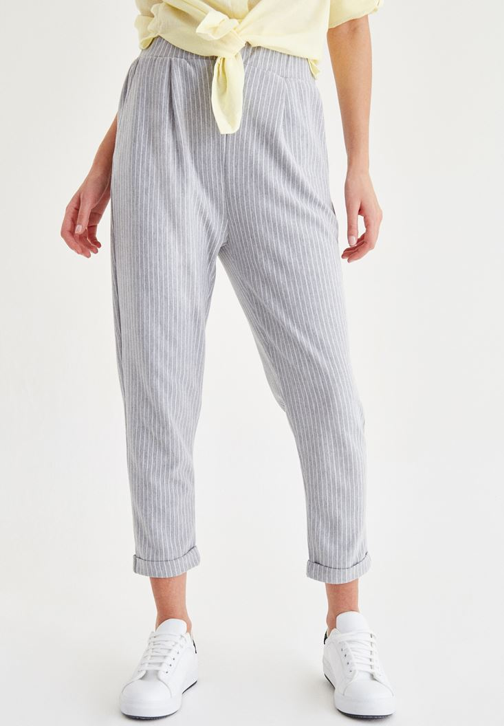 Beyaz Kısa Paça Çizgili Pantolon