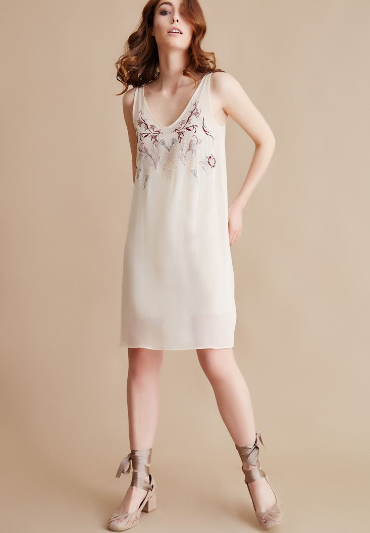 Cream V Neck Dress Wiith Embroidery Detailed
