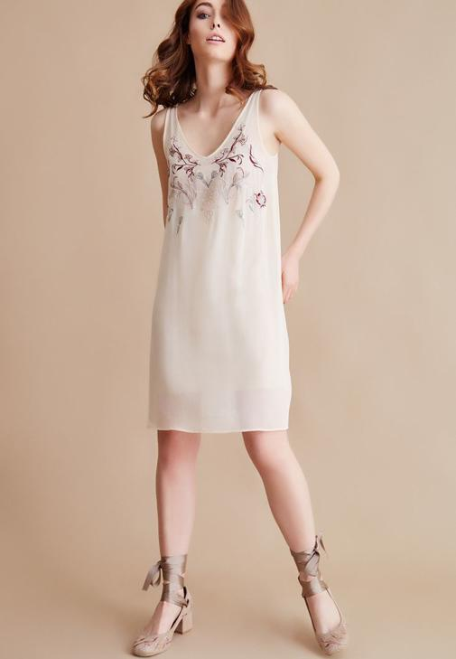 Krem Nakışlı V Yaka Elbise