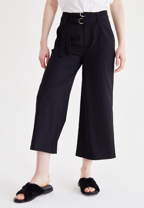 Siyah Kemer Detaylı Culotte Pantolon