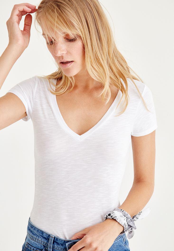 Bayan Beyaz V Yaka Tişört