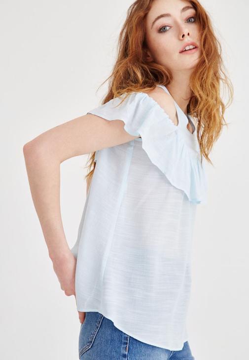 Mavi Volan Detaylı Omuzları Açık Bluz