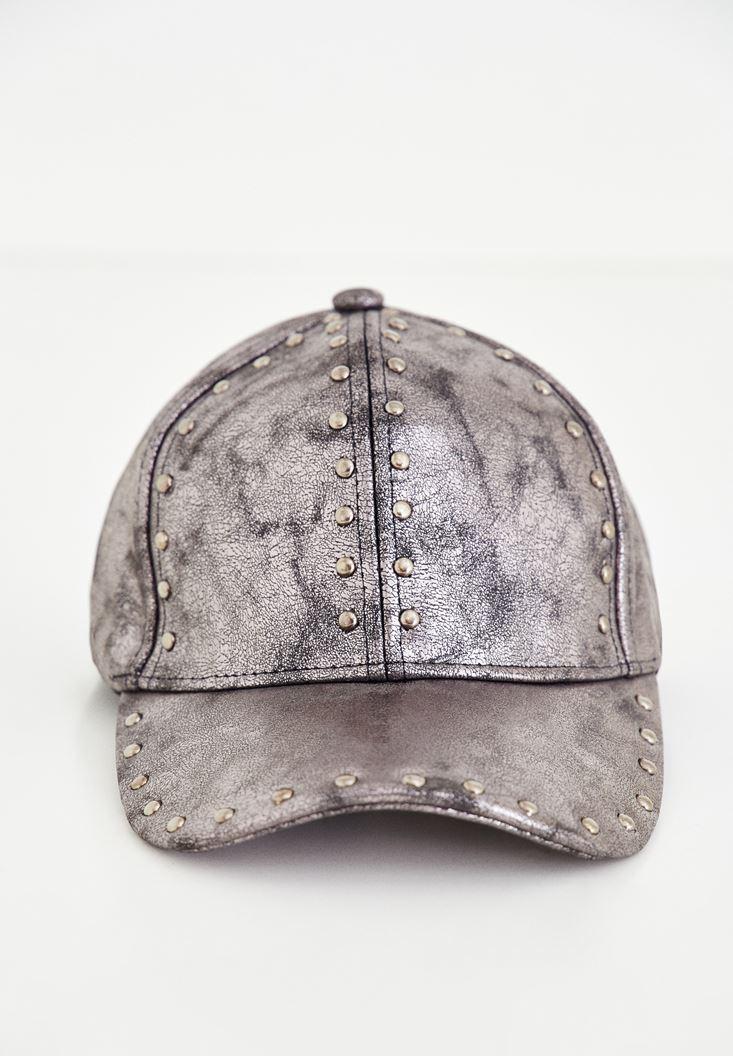Gri Metalik Baskılı Zımba Detaylı Şapka