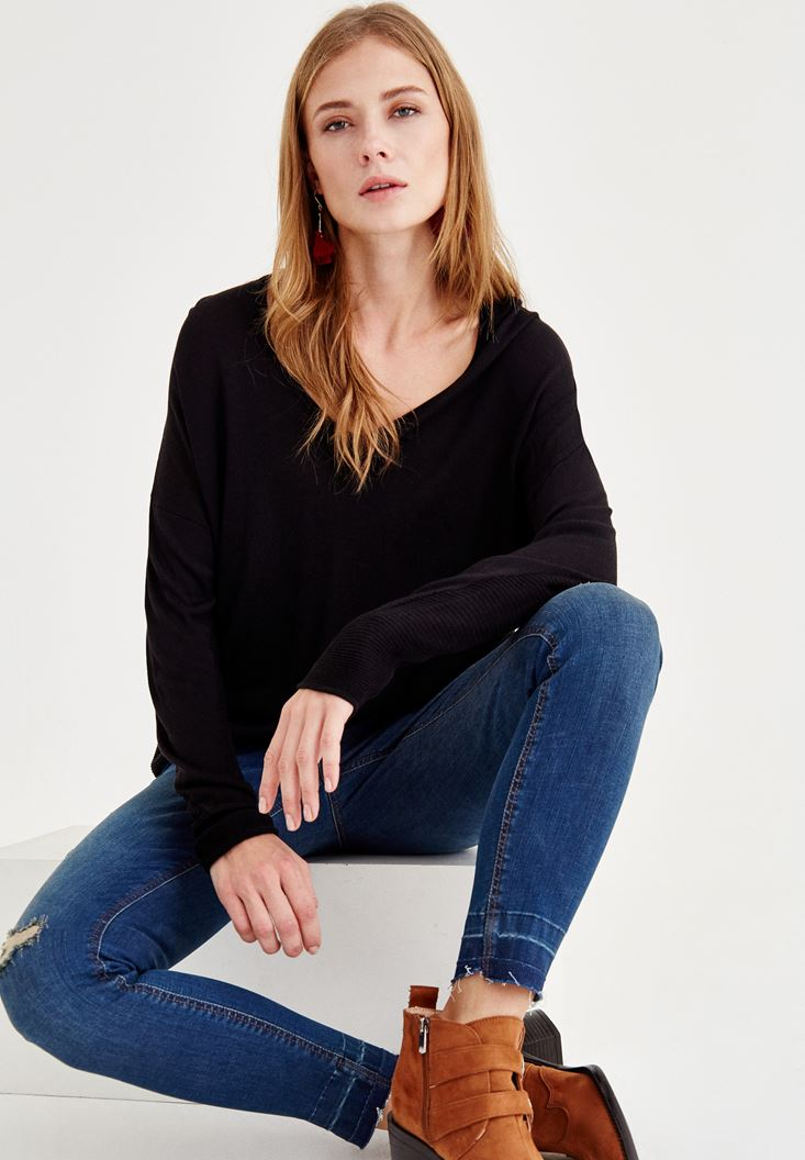 Black V Neck Knitwear with Detailed