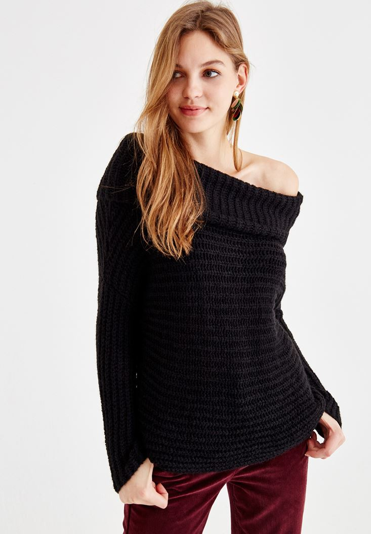 Black Off-Shoulder Knitwear