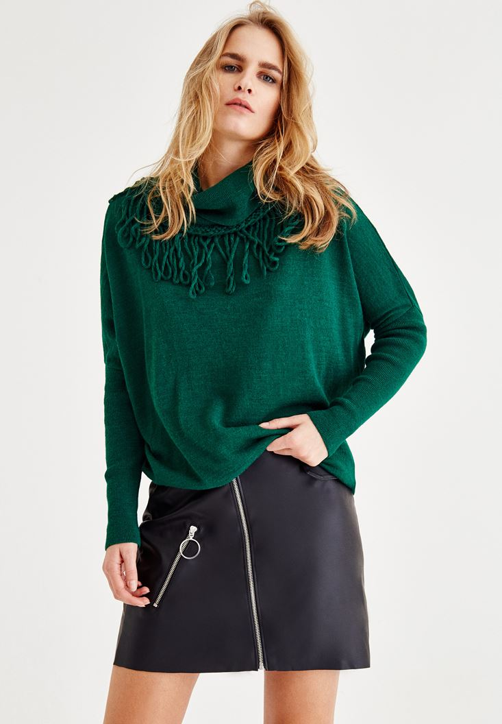 Green Pullover with Tassel and Neck