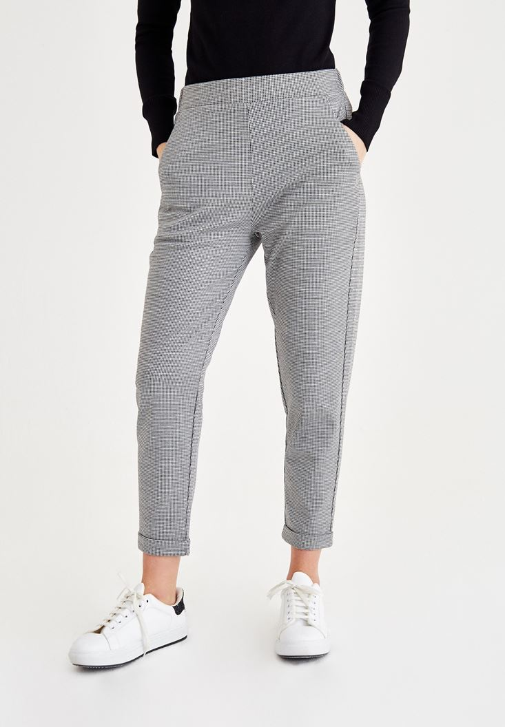 Mixed Mid Rise Pants with Detailed