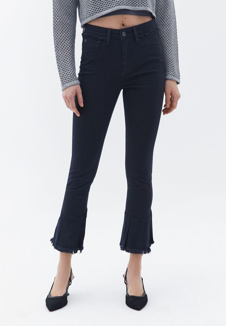 Beyaz Bluz ve Paça Detaylı Pantolon Kombini