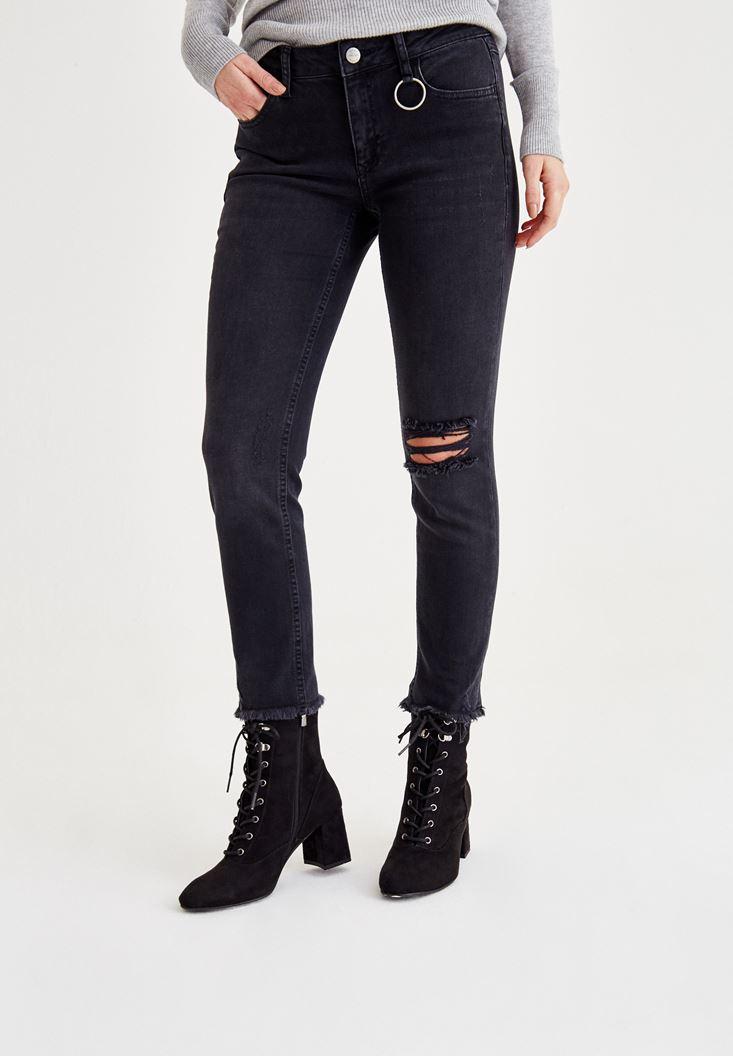 Siyah Dizi Yırtık Detaylı Orta Bel Pantolon