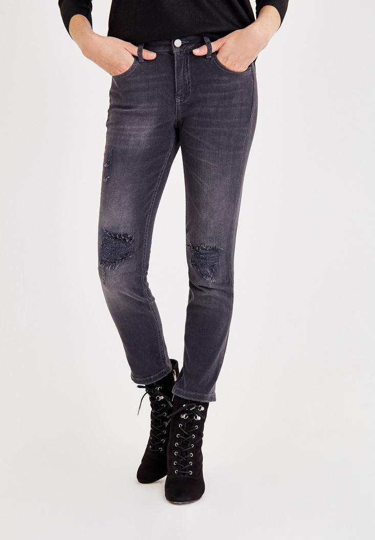 Women Grey Mid Rise Pants with Ripped Detailed