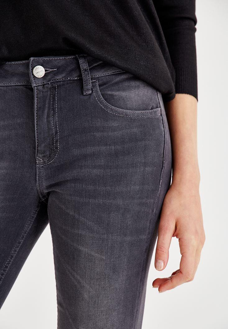 Bayan Gri Dizi Yırtık Detaylı Orta Bel Pantolon