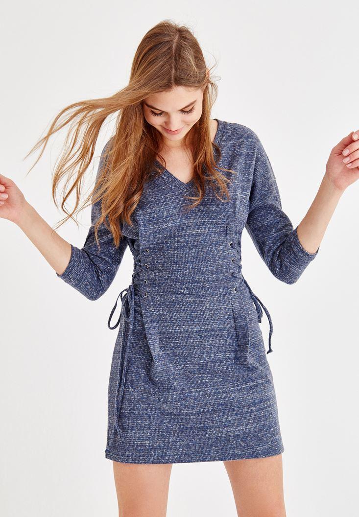 Mavi Elbise ve Tüylü Çanta Kombini