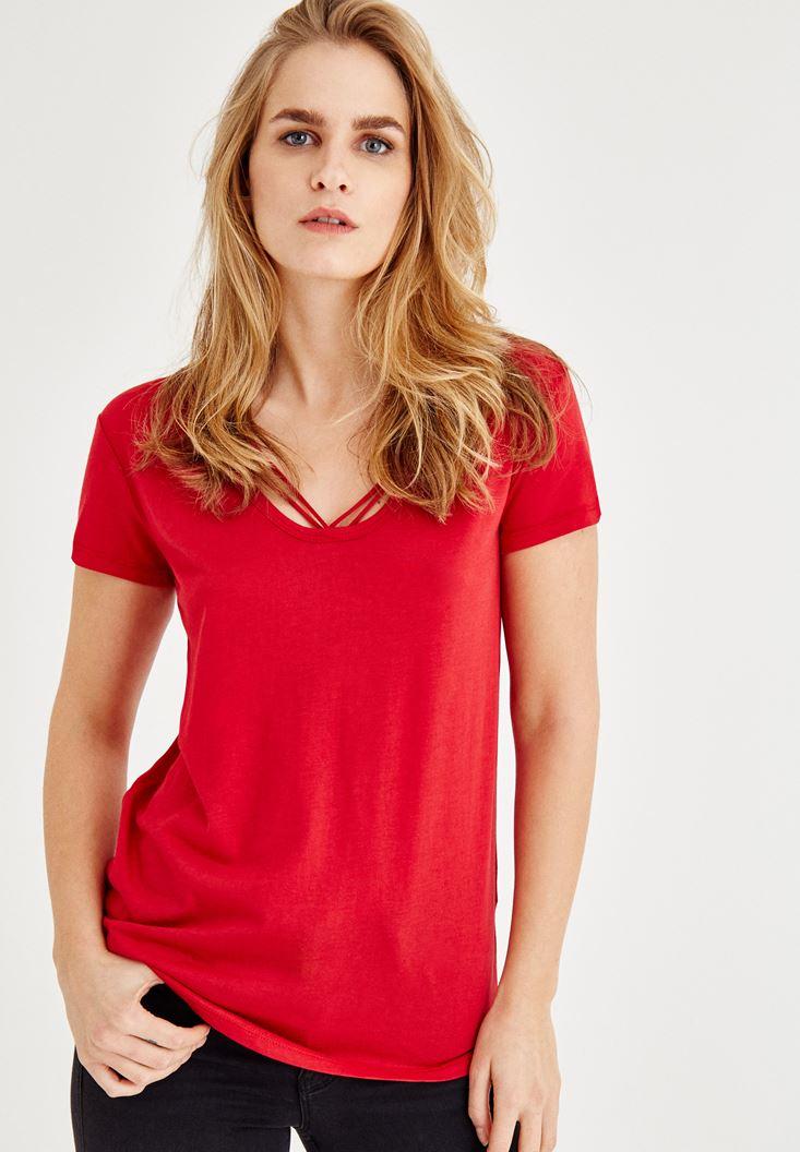 Kırmızı Biye Detaylı Yarım Kollu Tişört