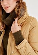 Bayan Kahverengi Yakası Kürk Detaylı Şişme Mont