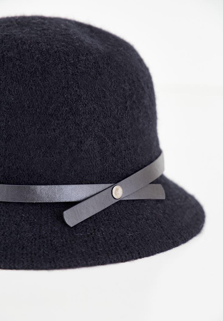 Bayan Siyah Deri Kurdele Detaylı Şapka