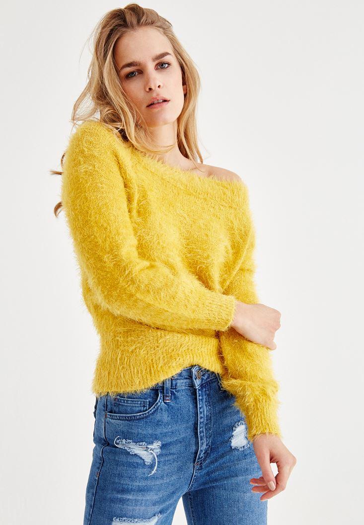 Sarı Omuzları Düşük Tüy Detaylı Triko