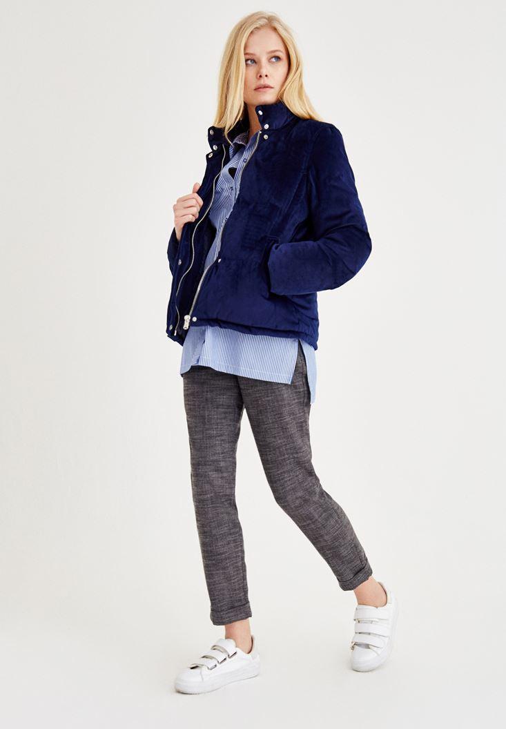 Mavi Ceket ve Gri Pantolon Kombini