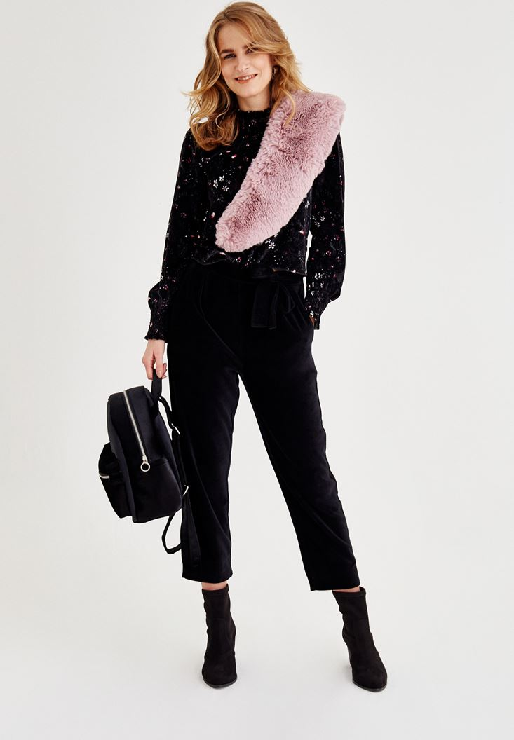 Siyah Pantolon ve Çiçekli Bluz Kombini
