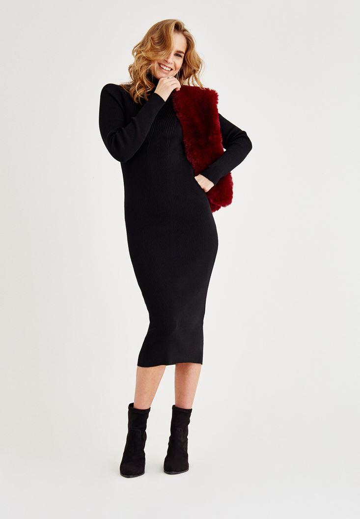 Siyah Boğazlı Dar Elbise