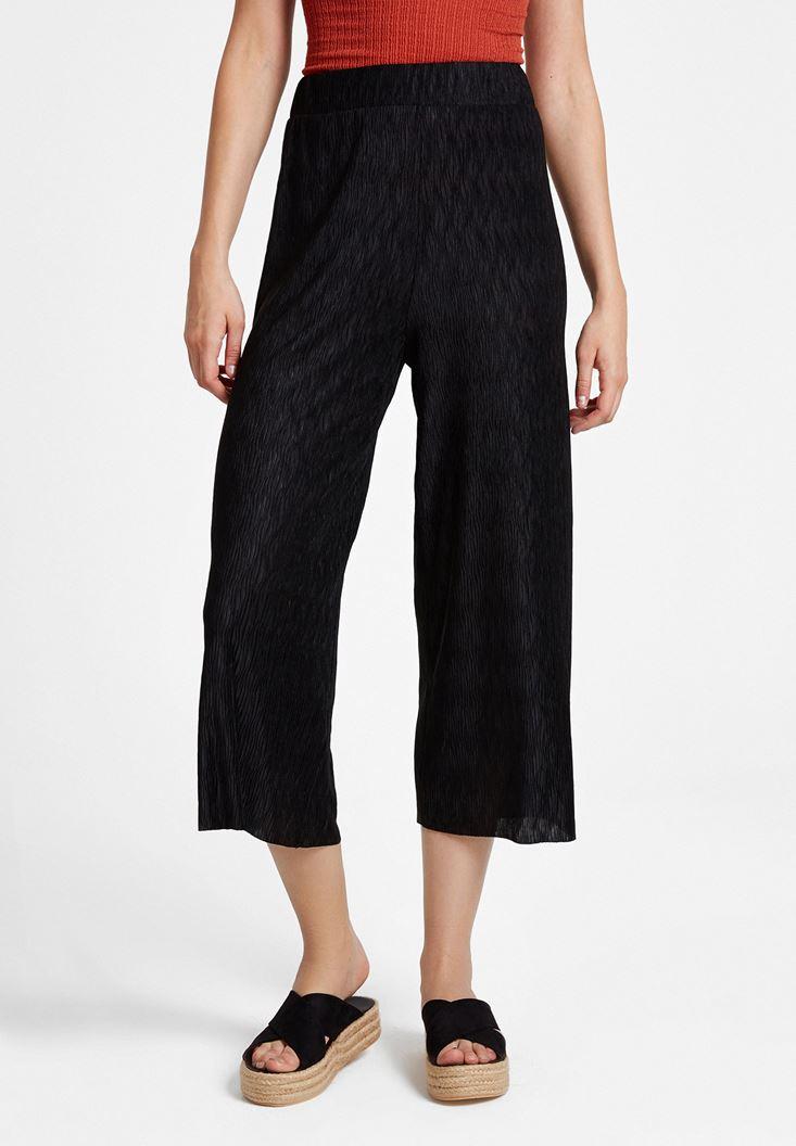 Siyah Pili Detaylı Pantolon