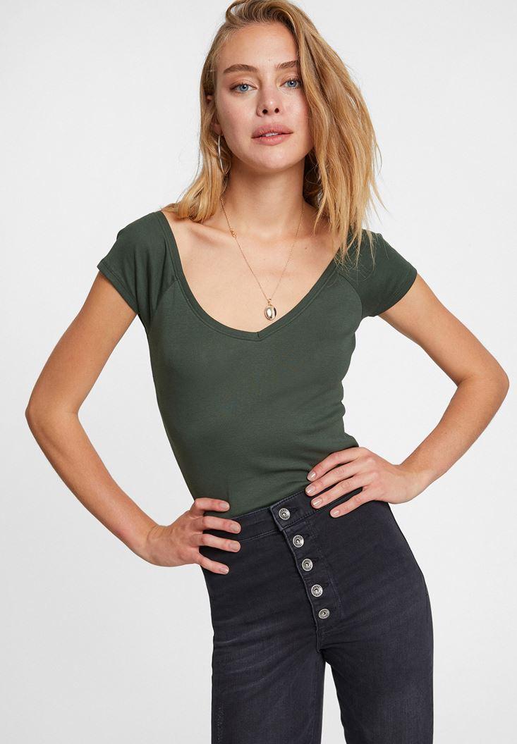 Yeşil Sırtı Biye Detaylı V Yaka Tişört