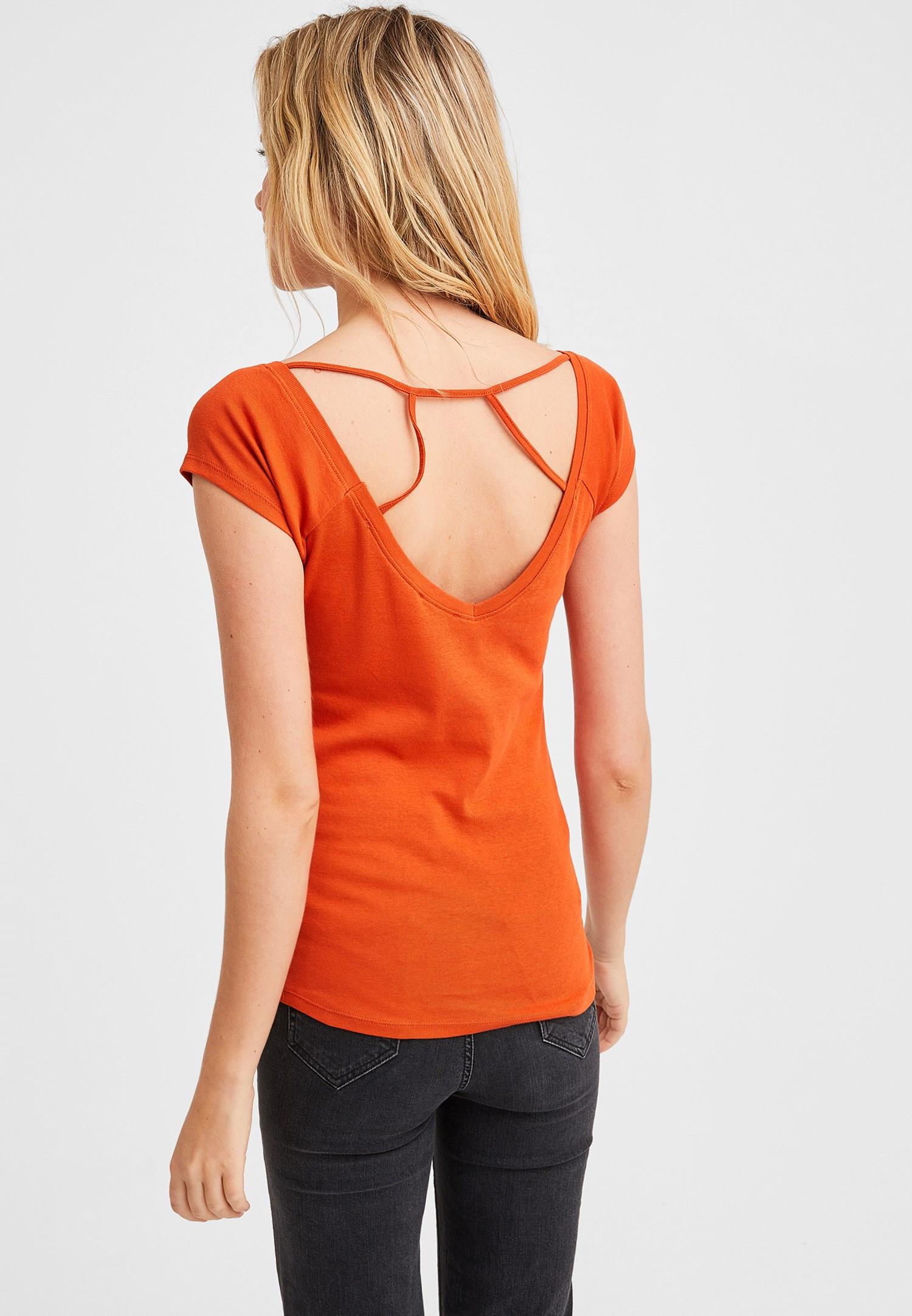 Bayan Turuncu Sırtı Biye Detaylı V Yaka Tişört