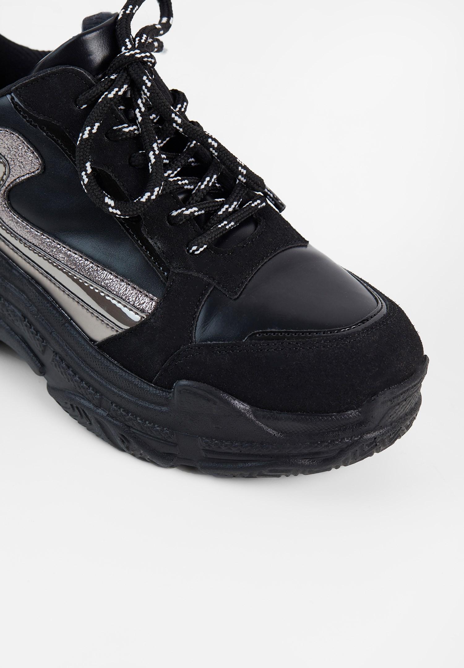 Women Black Stripe Detailed Sneakers