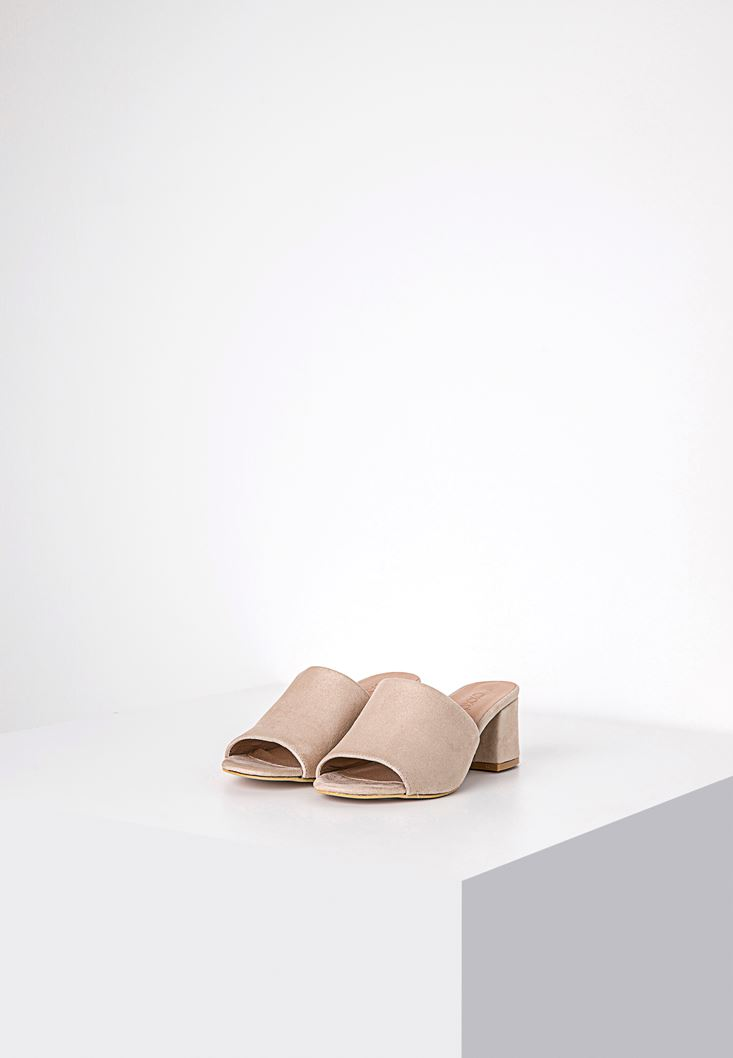 Cream Sandals with Wide Vamp