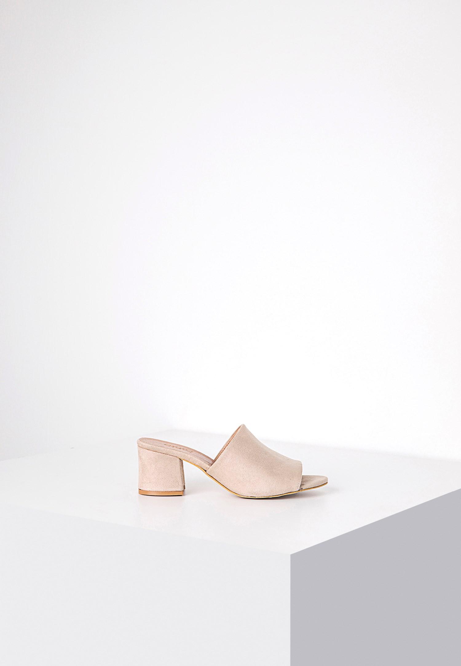 Women Cream Sandals with Wide Vamp