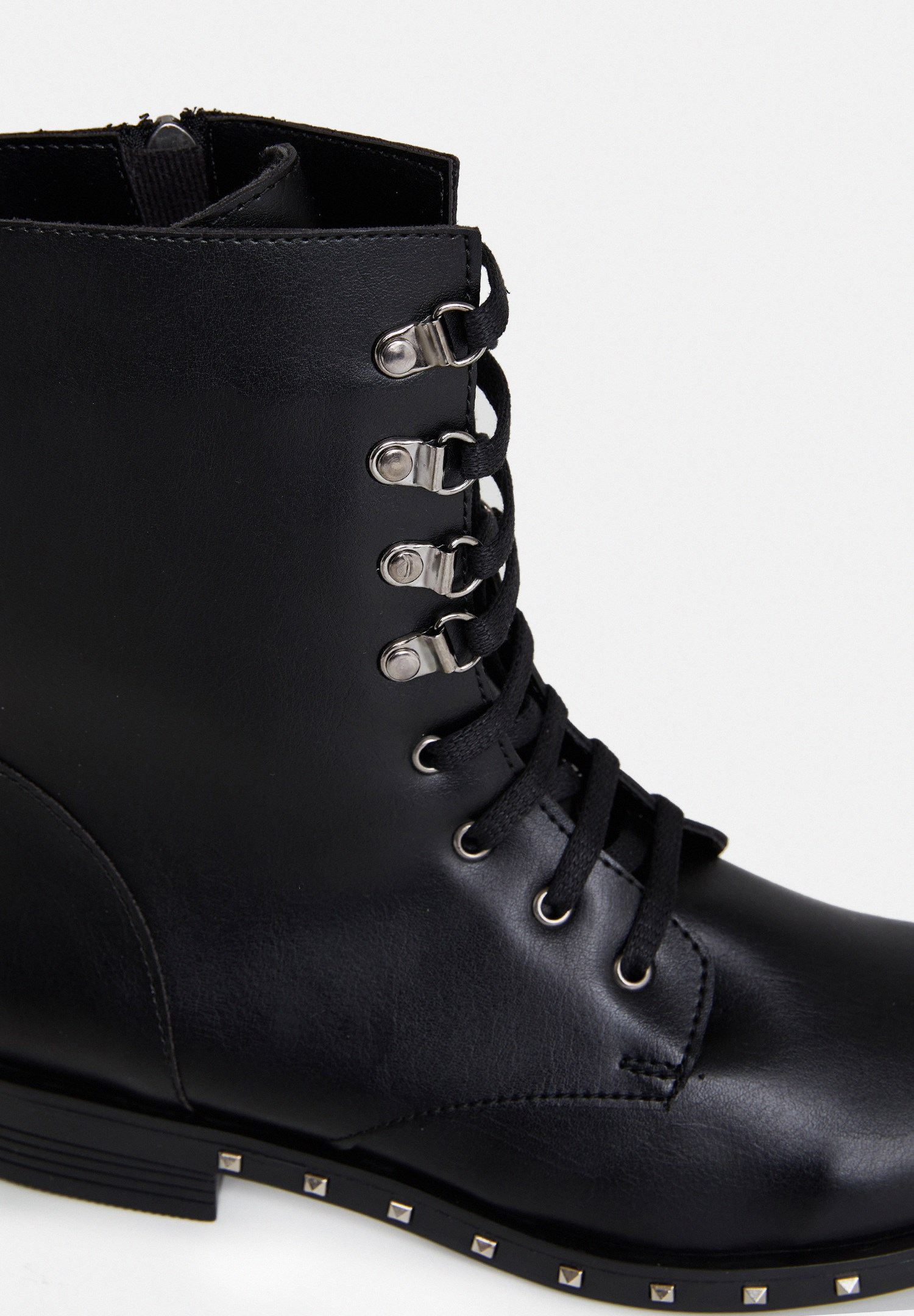 Women Black Boot with Details