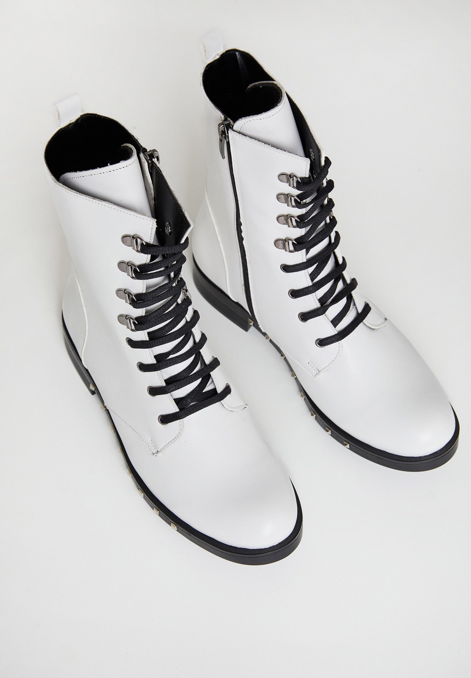 Women White Boot with Details