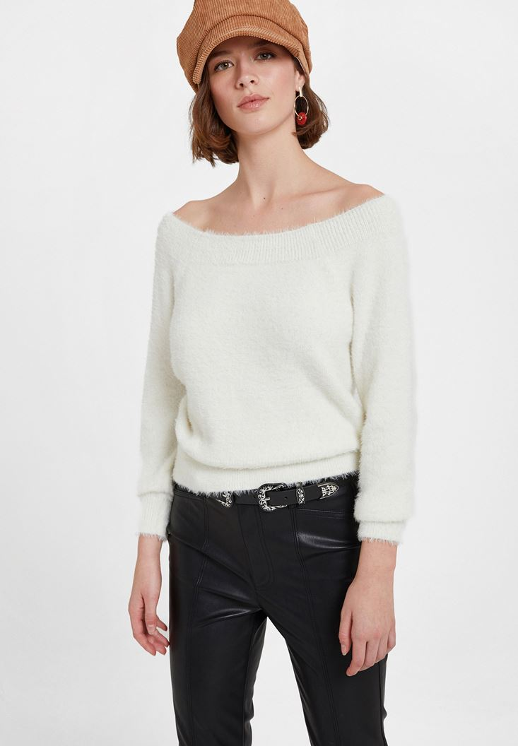 Cream Knitwear with Neck Detail