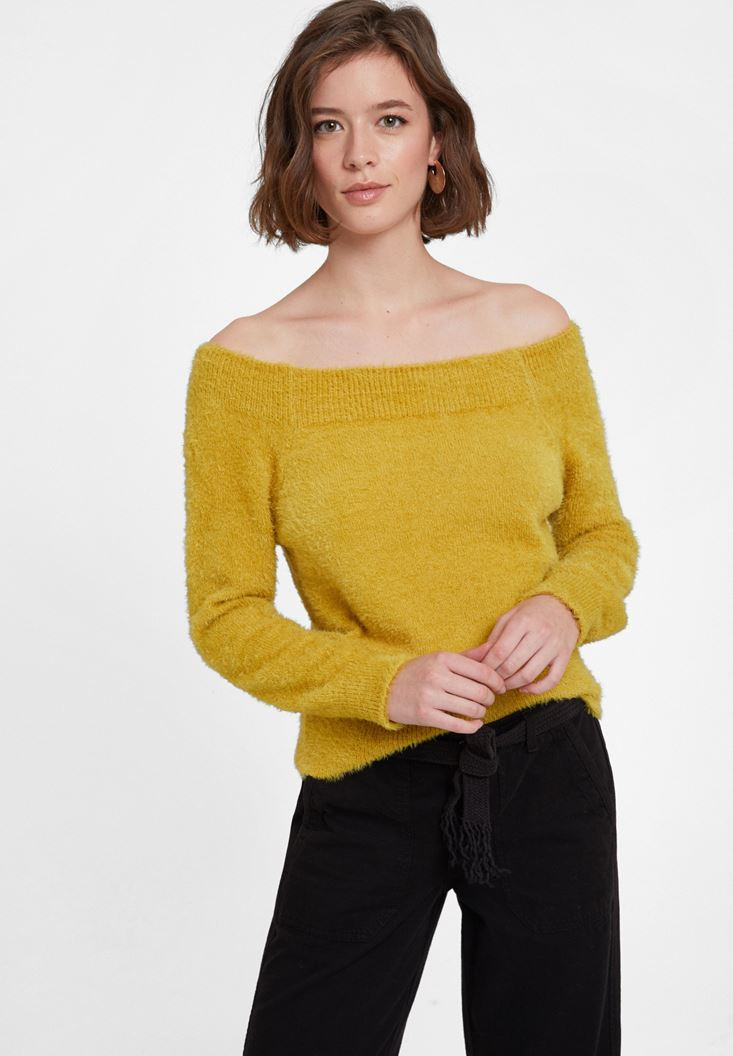 Knitwear with Neck Detail