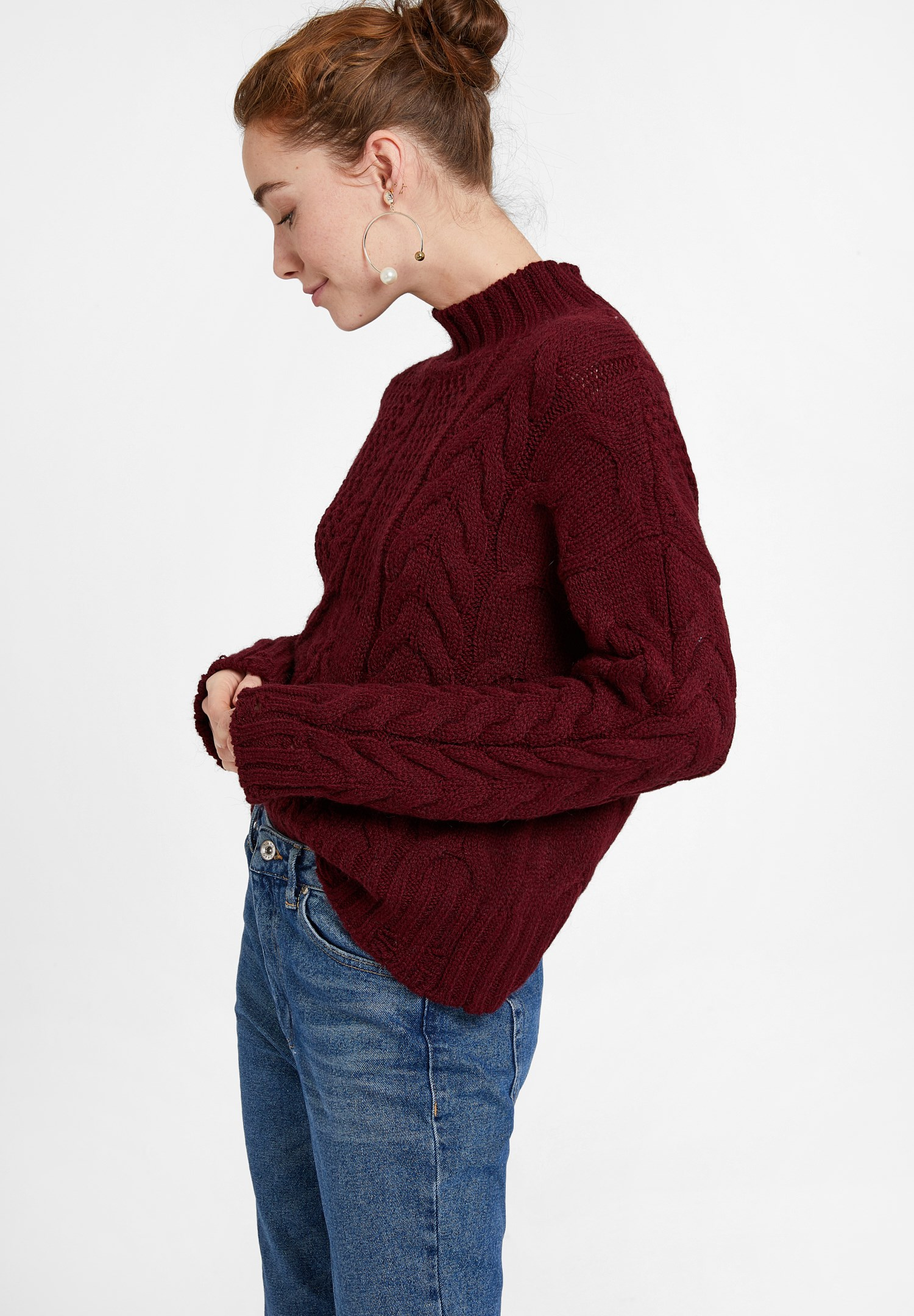Women Bordeaux Knitted Pullover with Neck