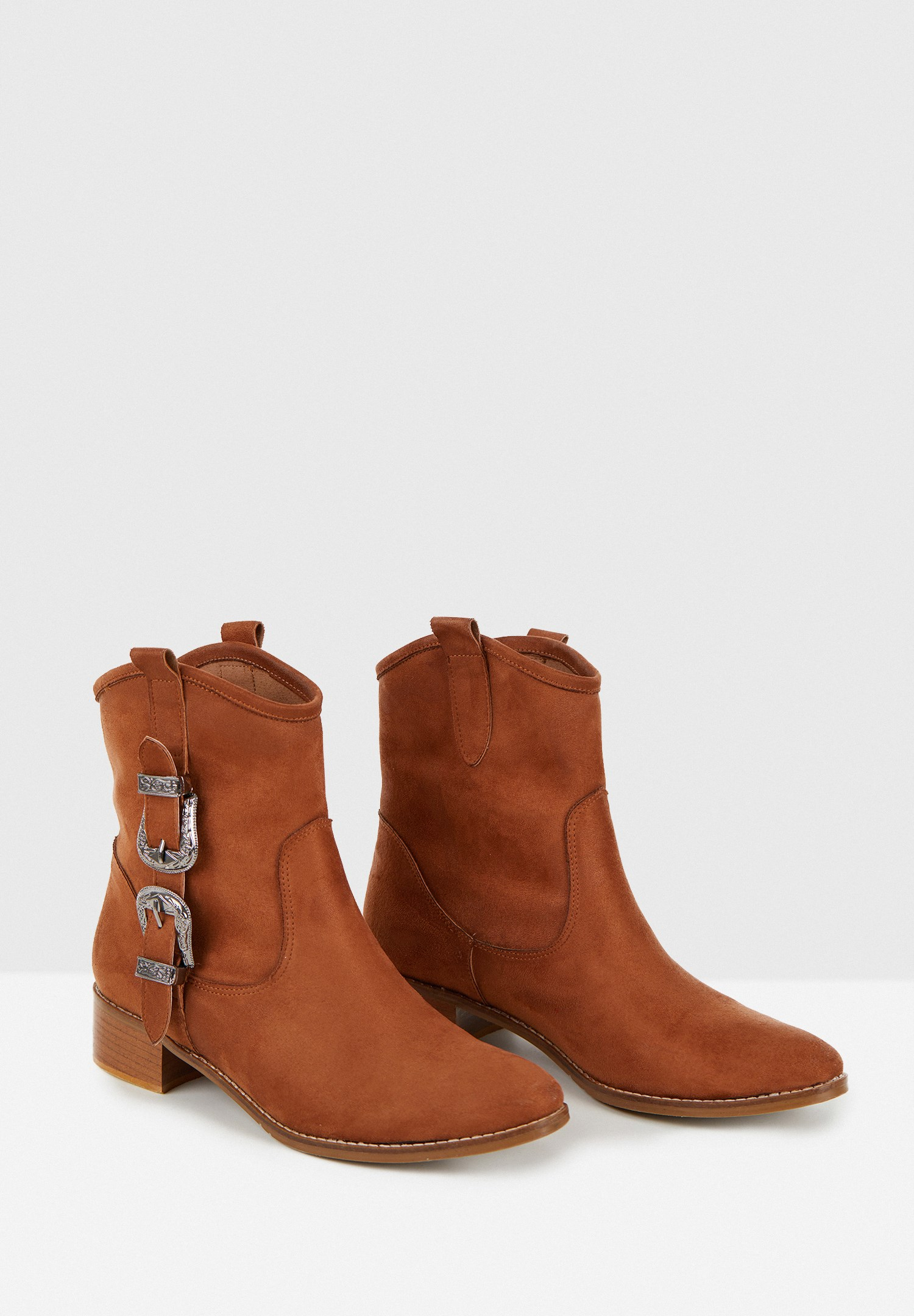 Women Brown Boots with Buckle Detail