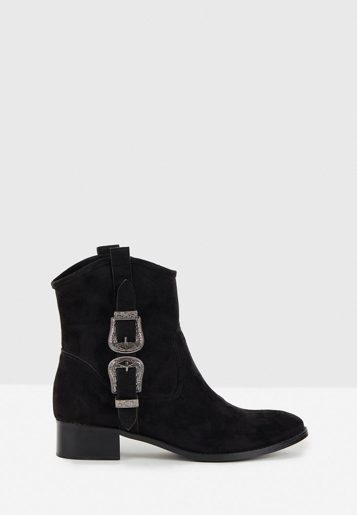 Black Boots with Buckle Detail