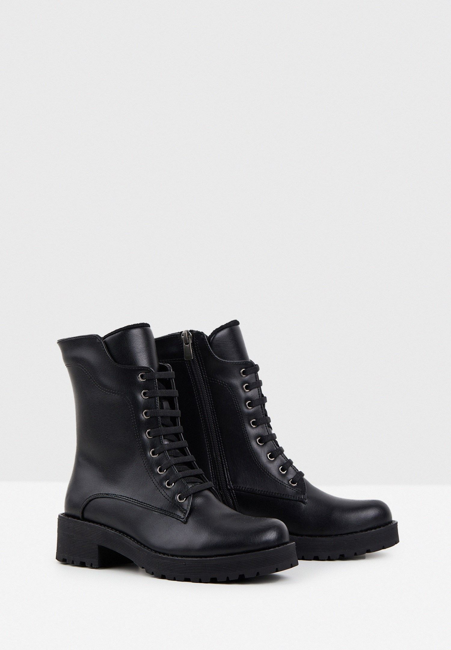 Women Black Boot with Detail