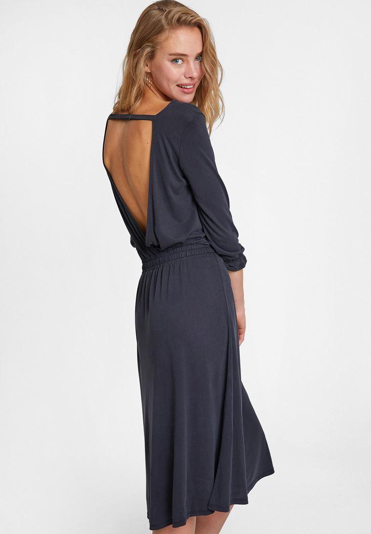 Siyah Sırt Detaylı Yumuşak Dokulu Elbise