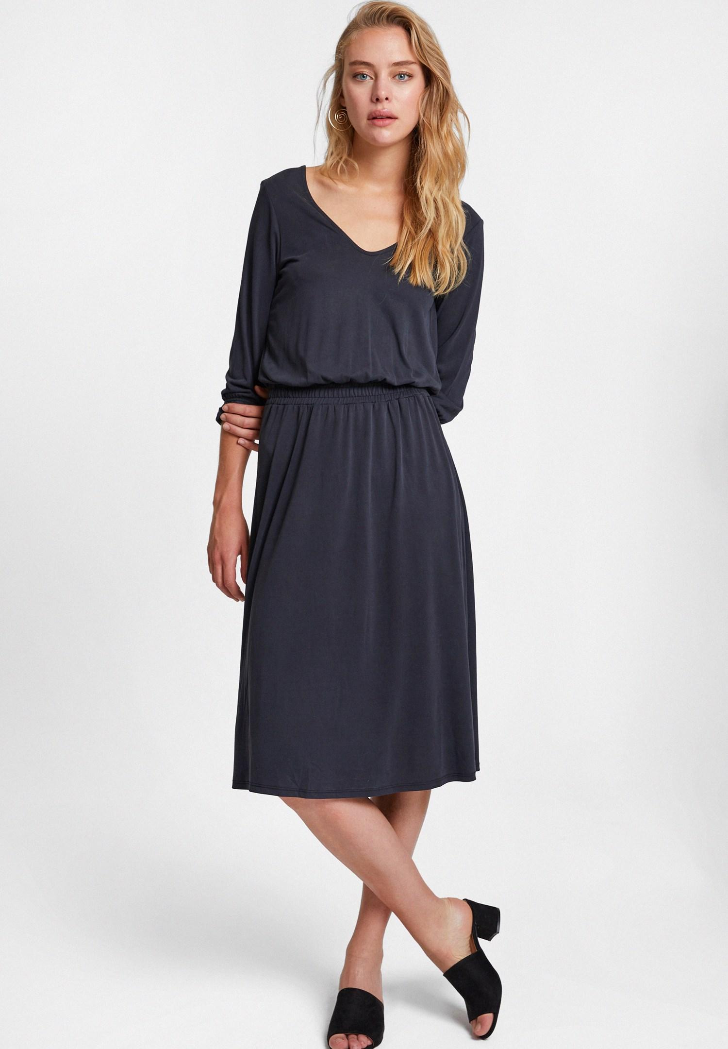 Bayan Siyah Sırt Detaylı Yumuşak Dokulu Elbise