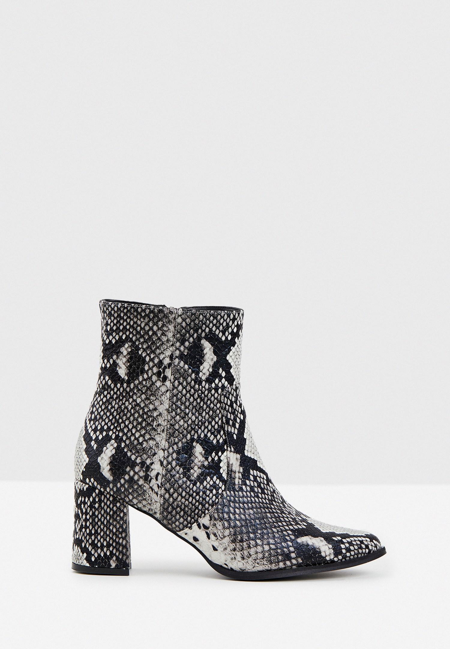 Women Black Snakeskin Print Heeled Boots